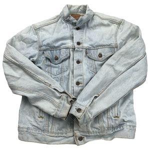 Levi's Button Down Light Wash Denim Jacket AE09